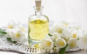 Uses and Benefits Jasmine Oil
